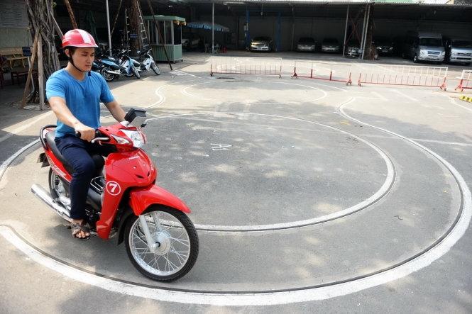 Trường cao đẳng Nghề Việt Đức Hà Tĩnh đã đưa sân sát hạch chấm điểm thực hành tự động hạng A1 vào hoạt động