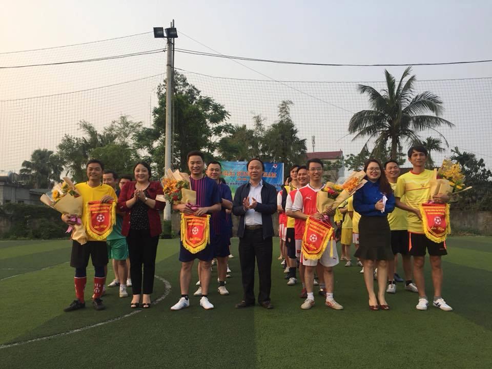 Đoàn Thanh niên tổ chức giải bóng đá nam