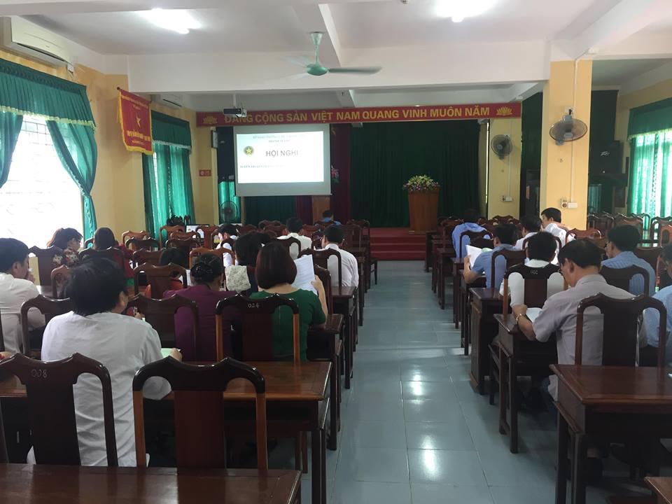 """tuyên truyền, phổ biến giáo dục pháp luật cho các đơn vị kinh doanh vận tải nhân ngày """"Pháp luật Việt Nam"""" 09/11/2018."""