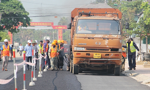 Thi công thử nghiệm lớp phủ vữa nhựa polime (Micro surfacing) trên mặt đường BTXM tại đường Phú – Tân - Xuân