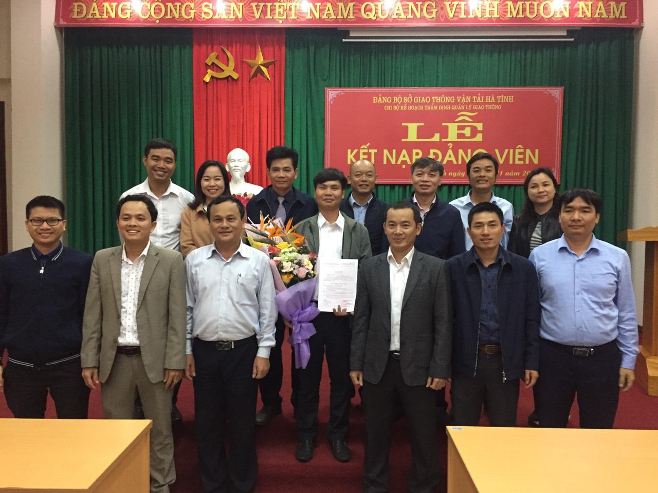 Chi bộ Kế hoạch -Thẩm định - Quản lý giao thông kết nạp Đảng viên mới