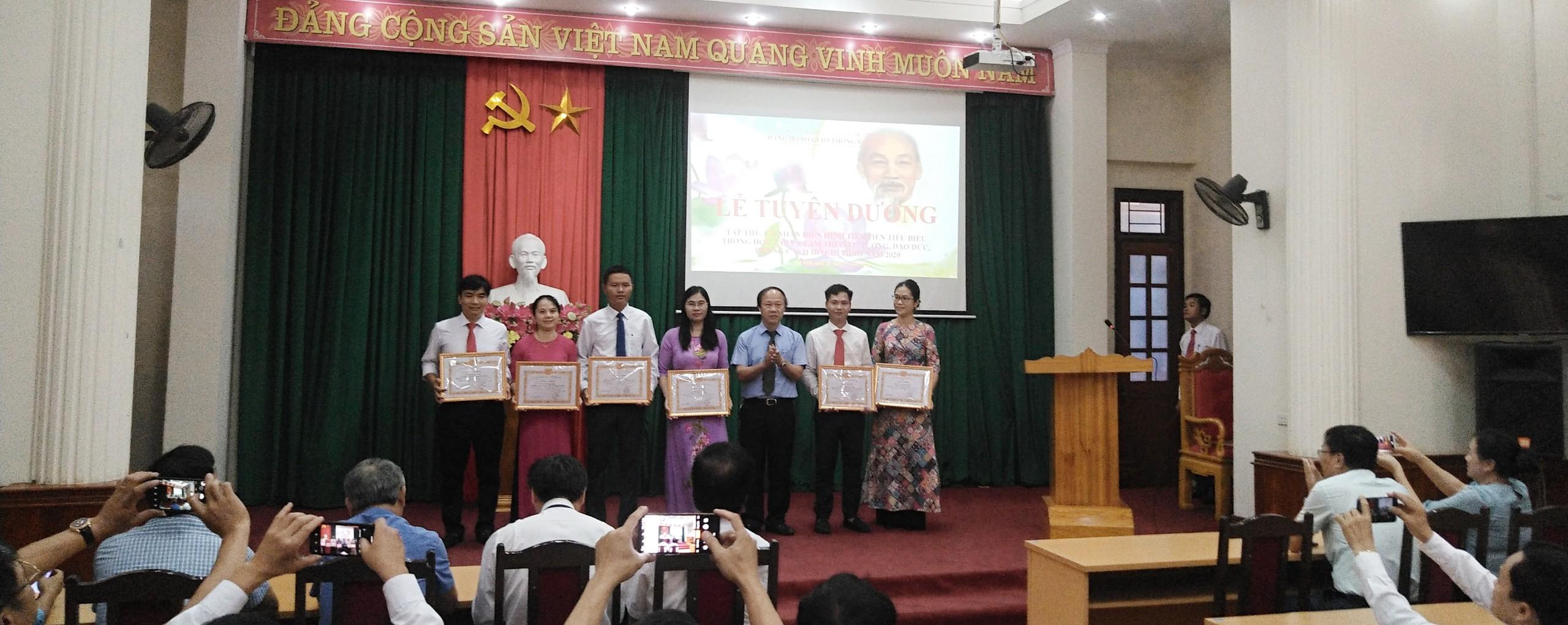 Đảng ủy Sở Giao thông vận tải vinh danh tập thể, cá nhân điển hình tiêu biểu trong học tập và làm theo tư tưởng, đạo đức, phong cách Hồ Chí Minh năm 2020