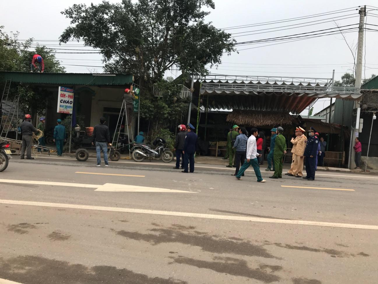 Ra quân giải tỏa hành lang an toàn giao thông trên tuyến Quốc lộ 15B,  đường tỉnh ĐT 548 qua địa bàn Thị Trấn Đồng Lộc.