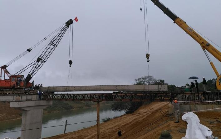Quyết tâm hoàn thành công trình cầu Hương Thủy, huyện...
