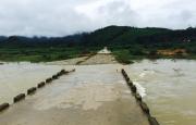 Cầu Trốc Vạc bị trôi xói, ách tắc do mưa bão