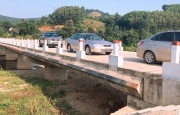 Bàn giao đưa vào sử dụng cầu Trung Lưu, xã Sơn Tây, huyện Hương Sơn